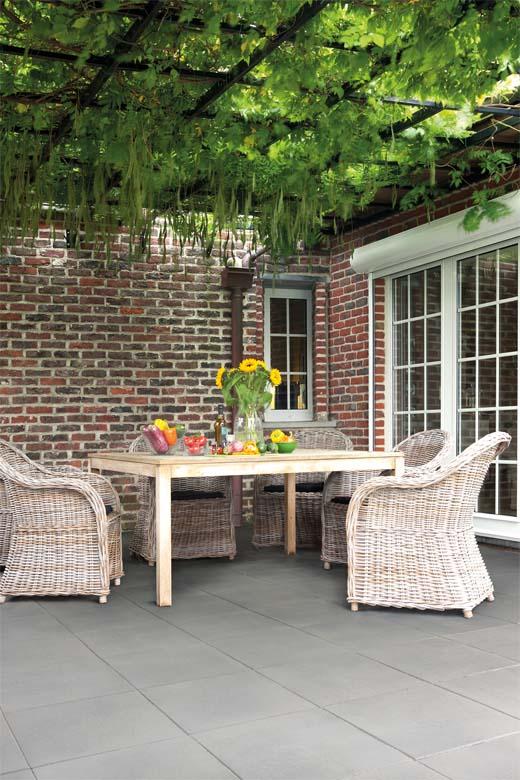 Je terras inrichten als een volwaardige leefruimte for Tuin inrichten planten