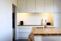 Gehard glas als spatwand of werkblad in de keuken - bouwenwonen.net