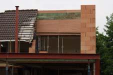 Hoe houd je een half dak op zijn plaats?