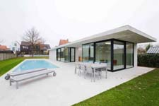 Mijn Huis Mijn Architect: Woning met poolhouse in Assebroek