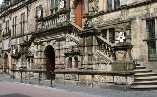 Drie architectenbureaus geselecteerd voor verbouwing stadhuis Leiden