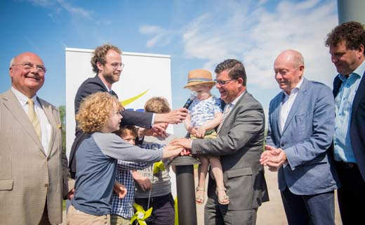 Minister Tommelein huldigt windpark in Lokeren in
