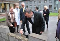 Eerste steenlegging nieuwe ziekenhuisvleugel Henri Vis UKZKF Jette