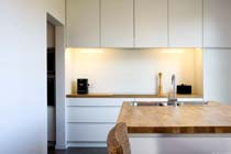 Gehard glas als spatwand of werkblad in de keuken bouwenwonen.net