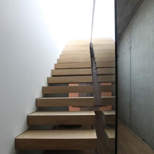 Houten trappen de overtreffende trap - Interieur houten trap ...