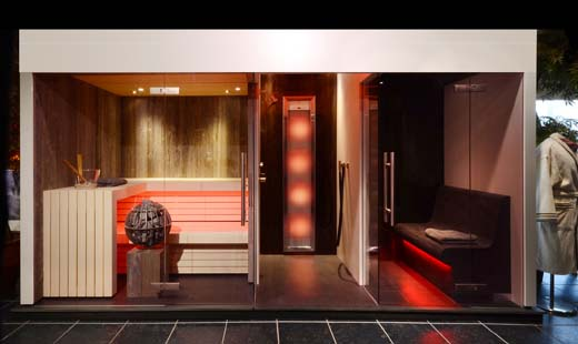 wellness wand verenigt sauna stoombad en douche. Black Bedroom Furniture Sets. Home Design Ideas