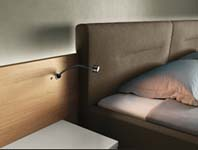 in de slaapkamer speelt vooral sfeerverlichting een rol indirecte verlichting een ledstrook achter de bedrand bijvoorbeeld is daarbij een echte