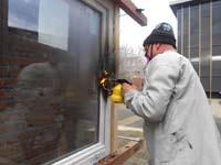 Raamprofielen bestand tegen test met gasbrander