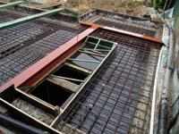 Betonstorten voor de vloerplaat boven de kelder (video)