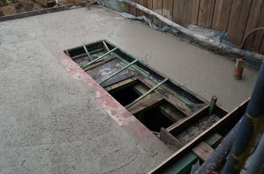 Betonstorten voor de vloerplaat boven de kelder