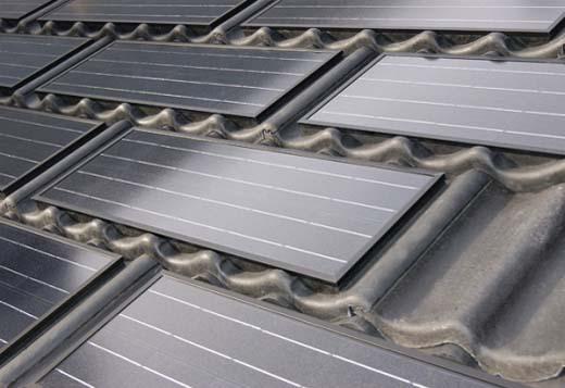 Dakpannen met geïntegreerde zonnepanelen