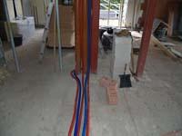 Plan de plaatsing van sanitaire leidingen goed op tijd