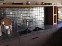 Metallic tegels als keukenachterwand