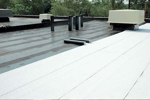 Tips voor de dakbedekking van een plat dak - wit pvc