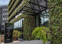 Groene gevel van 50.000 levende planten in Antwerpen