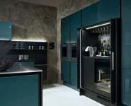 Luxe keuken met gechromatiseerde hoogglanslak