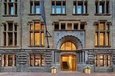 W Amsterdam BANK-gebouw opent kluisdeuren