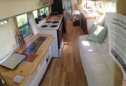 Oude schoolbus wordt compacte droomwoning