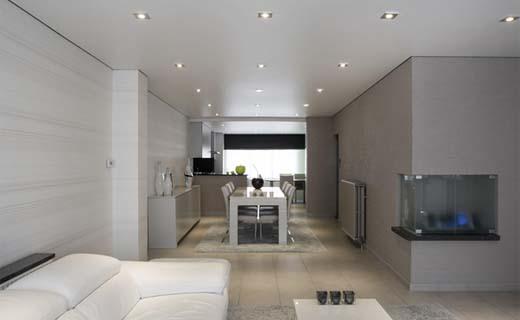 Modern interieur op 1 dag dankzij een trendy vals plafond for Nieuwste kleuren woonkamer