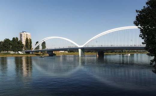 Burgemeesters Straatsburg en Kehl openen Belgische brug