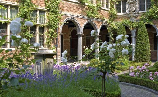 Museum Plantin-Moretus eert 500 jaar Dodoens tijdens Open tuinen
