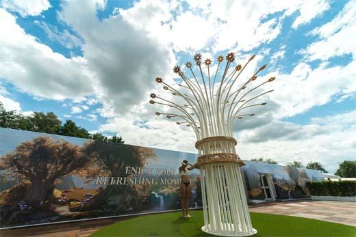 Waterplezier onder gigantisch bloemenbos op Tomorrowland