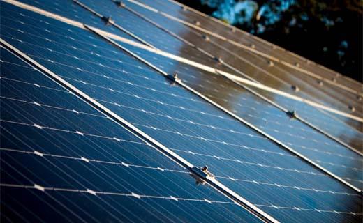 Vier op de tien Vlamingen schatten prijs zonnepanelen te hoog in