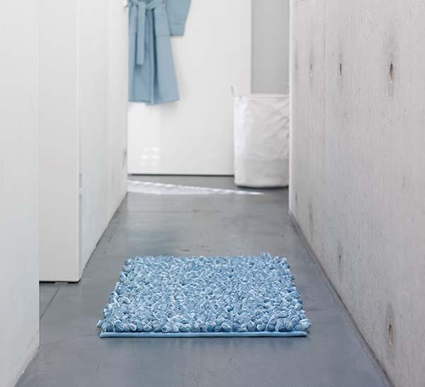 Badmat van zijdezachte zeestenen