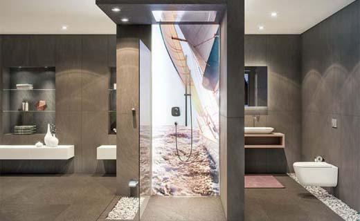 Verlichte wandbekleding in de badkamer