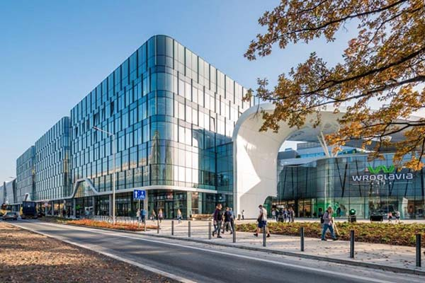 Veel glas zorgt voor unieke shopping experience in Wroclavia