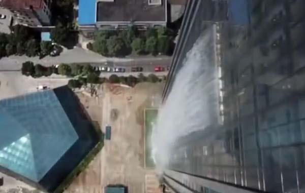 Chinese architect creëert waterval uit wolkenkrabber