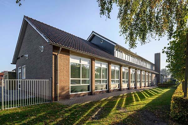 Opening van de eerste School vol Energie De Leister Igge in Opeinde