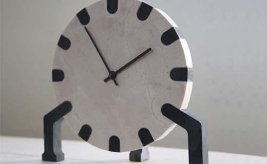 Restmateriaal-van-keukenbladen-verwerkt-tot-design-klok