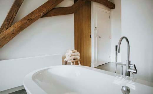 Vrijstaand-bad-of-semi-vrijstaand-bad
