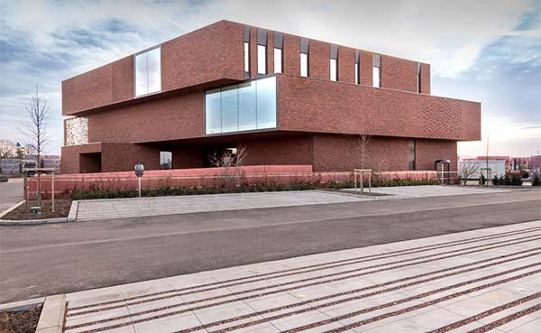 Nelissen Steenfabrieken opent deuren van indrukwekkend BEN-kantoorgebouw