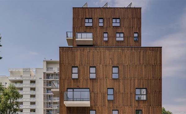 Bamboe-verfraait-gevel-appartementencomplex-op-duurzame-manier