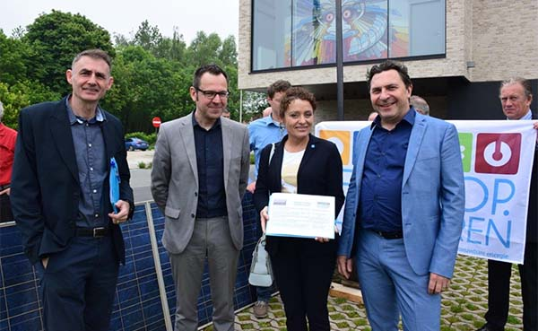 Memorandum-burger-energie-overhandigd-aan-minister-Lydia-Peeters