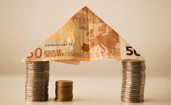 Stagnerend woonaanbod doet vastgoedprijzen steeds sterker stijgen