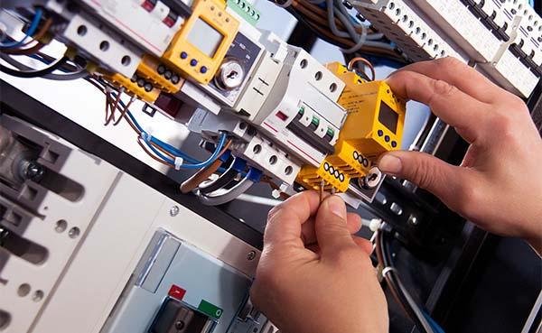 Voordelen van het inhuren van een elektricien