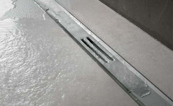 Nieuwe douchegoot combineert lijnafwatering en puntafvoer