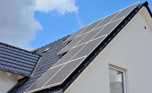 Hierom is het kopen van zonnepanelen voordeliger dan sparen