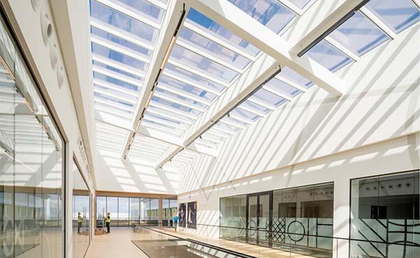 Innovatieve Step-oplossing voor grote glazen oppervlaktes