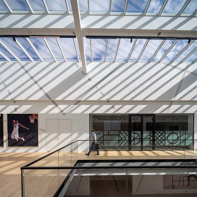 Velux Commercial lanceert Innovatieve Step-oplossing voor grote glazen oppervlaktes