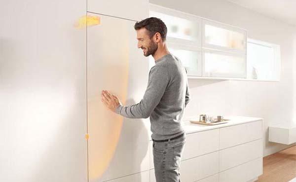Open je koelkast met een handdruk