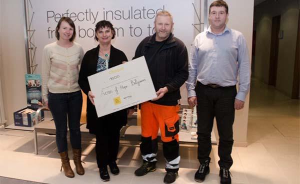 Recticel Insulation schenkt cheque van € 1.000 aan Acres of Hope Belgium