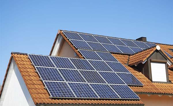 Ondanks corona overweegt helft Vlaamse huiseigenaars zonnepanelen