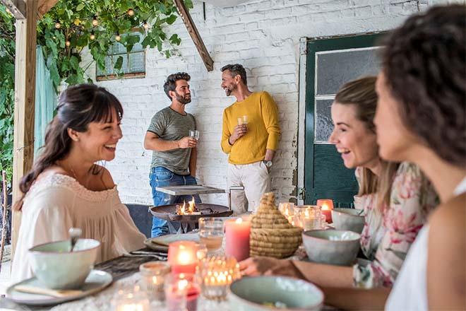 Spaas creëert instant zomersfeer met nieuwe pastelkaarsen & theelichtjes