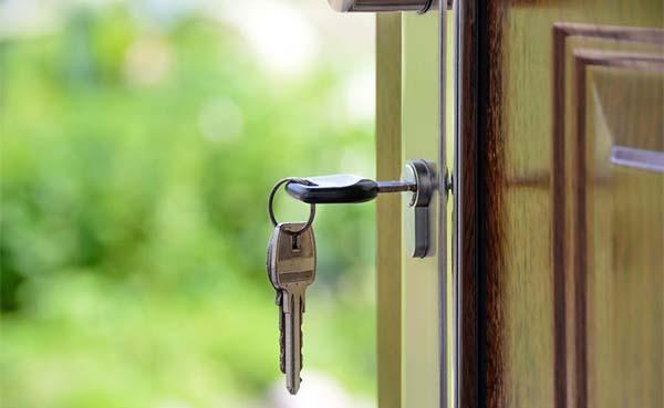 Jezelf buitengesloten? 3 tips voor het vinden van een betrouwbare slotenmaker