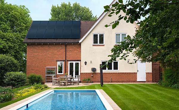 De-zonneboiler-een-ideale-warmtebron-voor-het-zwembad
