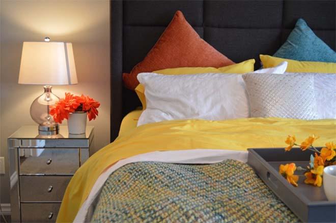 Met deze accessoires maak je je slaapkamer gezelliger